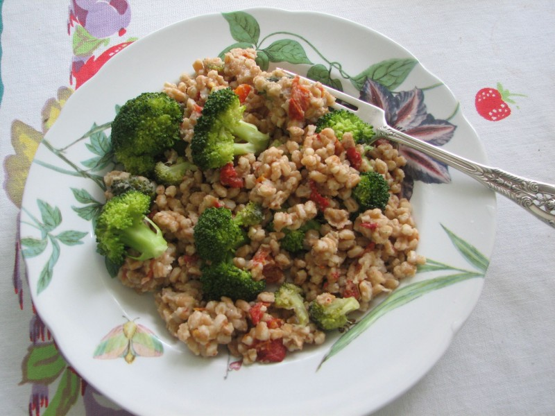 Farrotto With Sun-Dried Tomatoes, Broccoli, and Basil